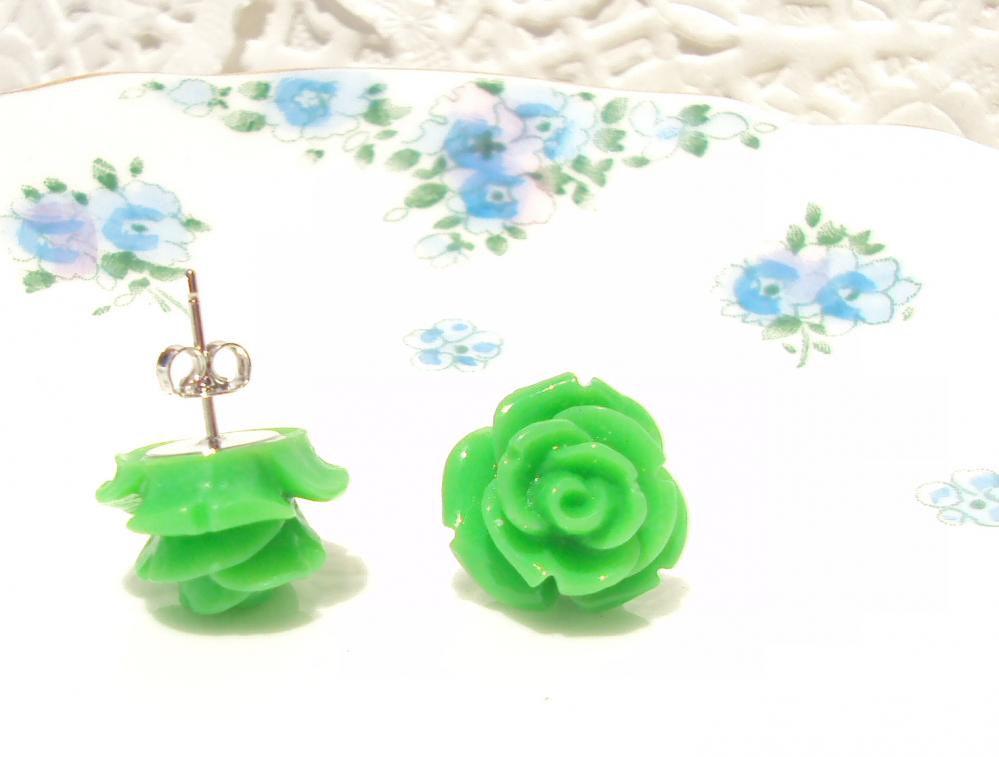 Loves First Kiss - Flower Stud Earrings